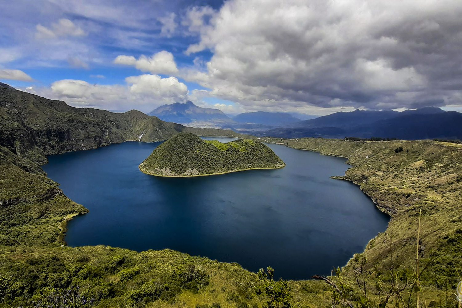 BEST HIKING trail around Cuicocha Lake