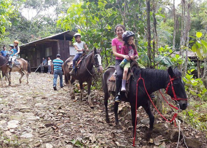 Hakuna Family 4 days Amazon Jungle Ecuador quichuatours